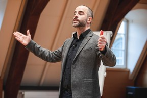 Guy Benzeno (Center Stage) ((Photo: Julian Pierrot / Maison Moderne))