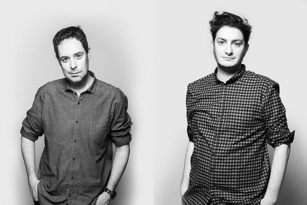 Julien Carette et Jeremy Zabatta sont les deux nouveaux journalistes qui ont rejoint la rédaction de Paperjam. (Photo: Julian Pierrot/Maison Moderne)