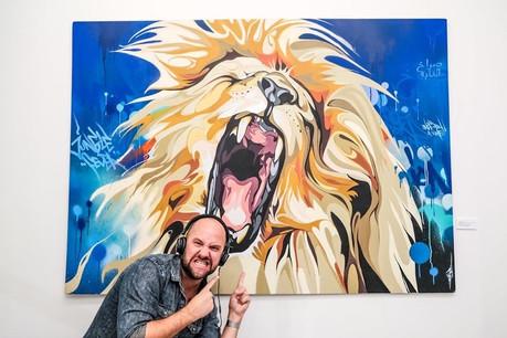 Plus concentré que jamais sur le succès de son entreprise d'animations – surtout en cette période difficile pour le secteur –, Julien Lion n'en perd pas pour autant sa bonne humeur légendaire… (Photo: Gianmarco Liacy // Artwork : David Soner)