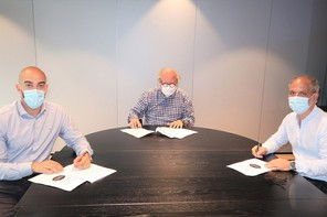 DavidAngel, secrétaire central de l'OGBL; AlainRix, président de l'Horesca et RobertFornieri, secrétaire général adjoint du LCGB ont signé un accord prolongeant le maintien de l'emploi (de gauche à droite). (Photo: OGBL/Horesca/LCGB)