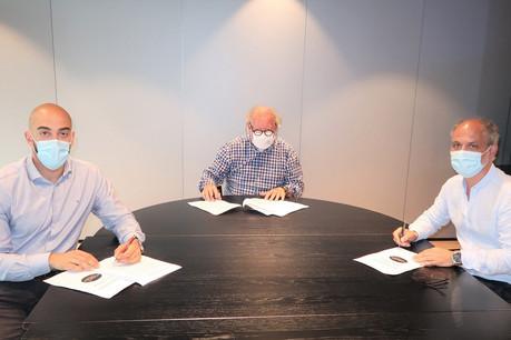 (De gauche à droite) DavidAngel, secrétaire central de l'OGBL, AlainRix, président de l'Horesca, et RobertFornieri, secrétaire général adjoint du LCGB, ont signé un accord prolongeant le maintien dans l'emploi. (Photo: OGBL/Horesca/LCGB)