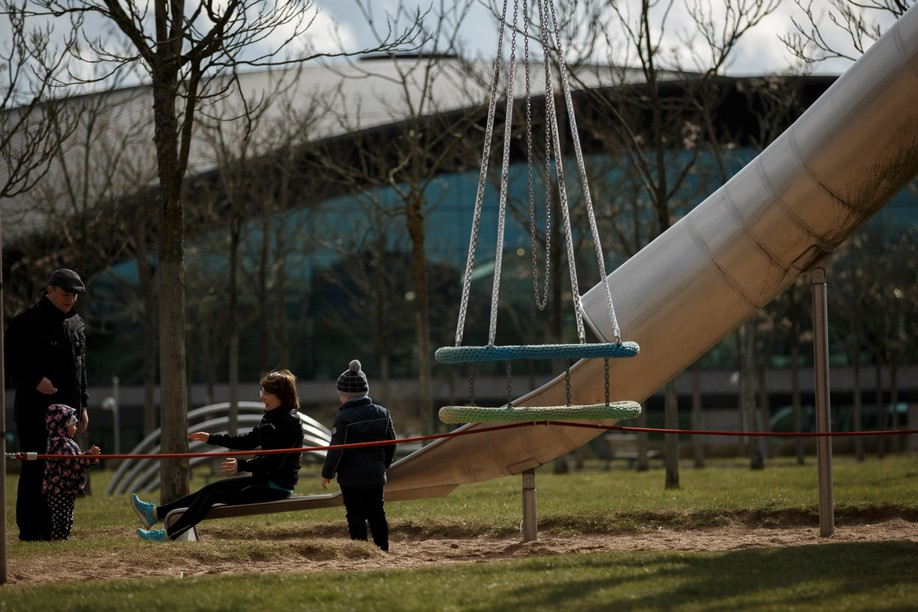 Archive photo shows a family in a park in Kirchberg Photo: Maison Moderne