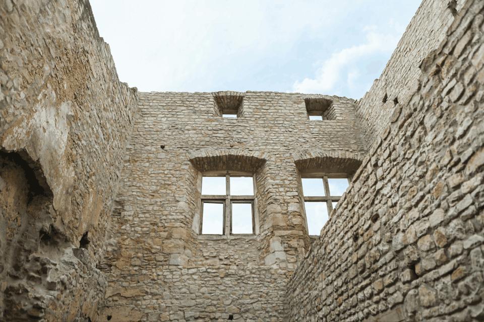 The masonry was re-solidified. Boshua