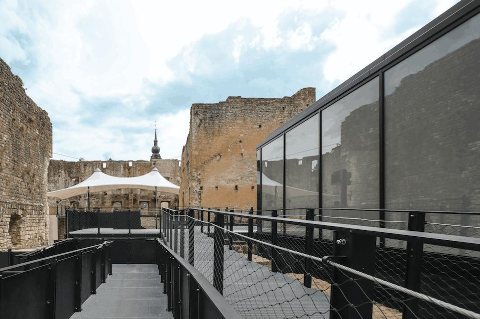 Du verre et du métal ont été intégrés pour faire du château de Koerich un lieu voué, notamment, à la culture. (Photo: Boshua)