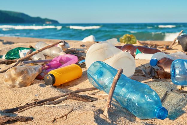 Plus de 80% des déchets marins sont des plastiques, selon la Commission européenne. (Photo: Shutterstock)