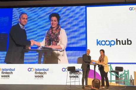 À l'occasion de la semaine des fintech à Istanbul, le responsable des partenariats et des écosystèmes à la Lhoft, Alex Panican, a signé un accord avec la cofondatrice du Koophub, son équivalent turc, Demet Zubeyiroglu. (Photo: Lhoft)