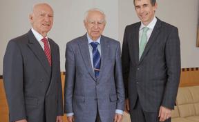 GabrielDeibener, l'ancien directeur général, en compagnie de Robert et Pit Hentgen. ((Photo: Lalux))