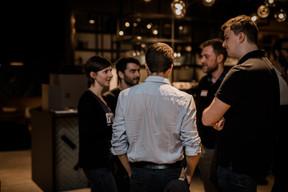 nexten.ioTech Community Manager Kasia Krzyzanowski andnexten.ioUX Designer Mico Moleirinho in discussion with attendees (Caroline Lequeux)