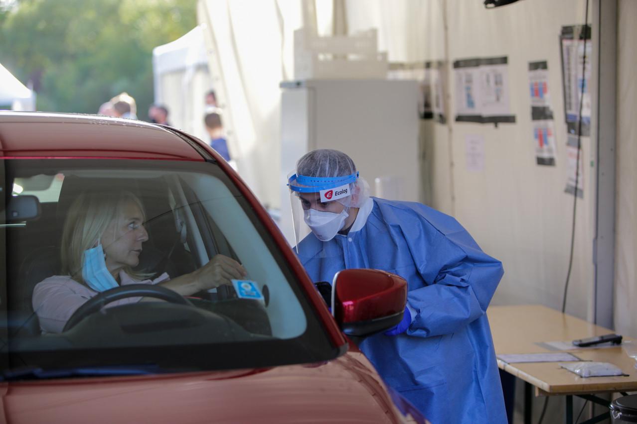 Environ 6.000 tests PCR sont réalisés chaque jour dans le cadre du large scale testing, loin des 20.000 prélèvements annoncés initialement. (Photo: Romain Gamba / Maison Moderne)