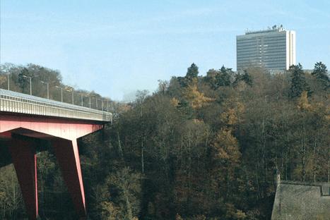 Le Pont Rouge et la Héichhaus sont à l'origine du développement du plateau. Fonds Kirchberg