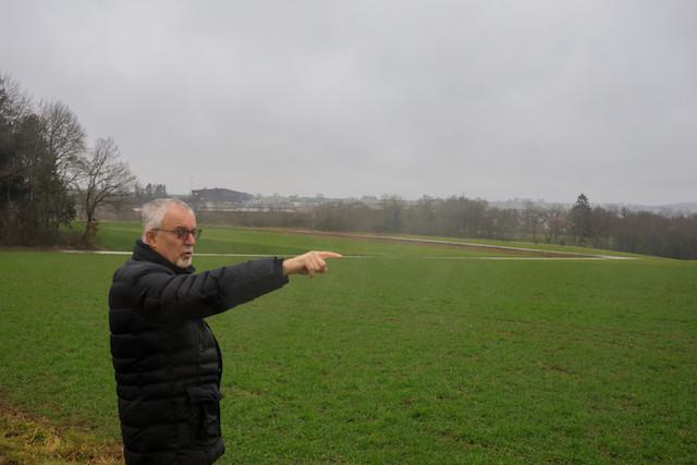 Jos Schummer, bourgmestre de Bissen, devant le terrain choisi par Google. Matic Zorman