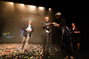 Claude Mangen (Theater Federatioun), Sam Tanson (Ministre de la Culture) et Frank Feitler ((Photo: Nader Ghavami/Maison Moderne))