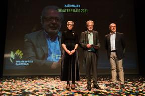 Sam Tanson (Ministre de la Culture)et Frank Feitler et Claude Mangen (Theater Federatioun) ((Photo: Nader Ghavami/Maison Moderne))