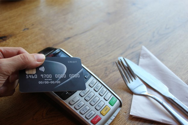 Le paiement sans contact est de plus en plus populaire depuis la crise sanitaire. (Photo: Shutterstock)