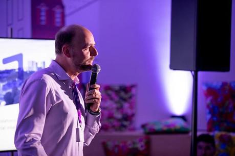 Olivier Debeugny, le CEO de Lingua Custodia, a une nouvelle fois réussi à convaincre son auditoire de l'intérêt de cette traduction automatisée et pertinente des documents financiers. (Photo: Jan Hanrion/Maison Moderne)