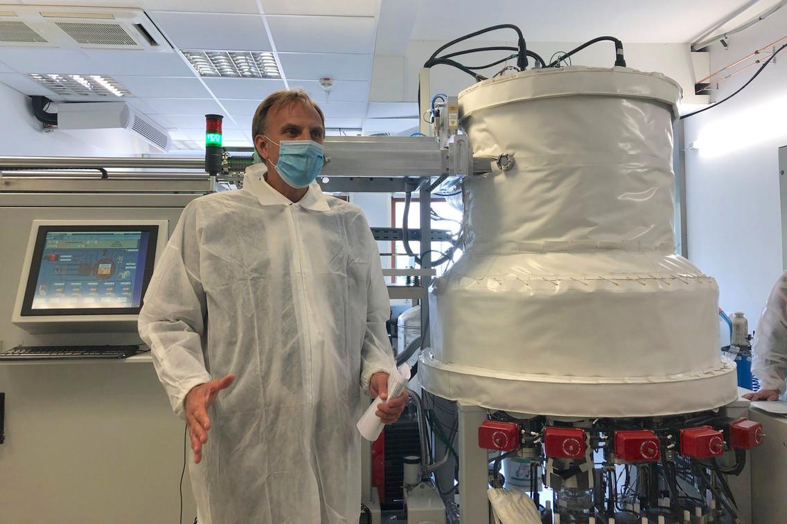 ThomasKallstenius, le CEO du List, a présenté sa nouvelle machineSybilla450 qui vise àtrouver le bon matériau pour fractionner l'eau de manière efficace et abordable, afin de créer de l'hydrogène sans émettre de CO2. (Photo: Paperjam.lu)