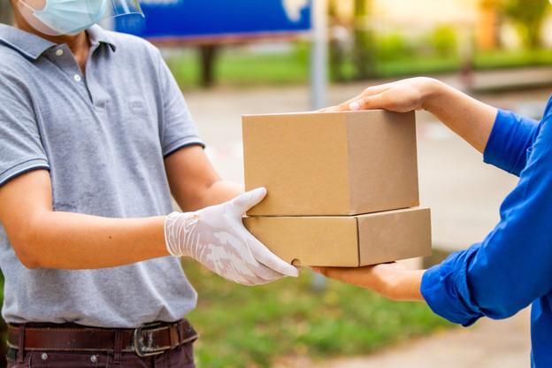 Le succès des livraisons à domicile pendant le confinement pousse le secteur logistique à se réinventer pour répondre à l'afflux de demande. (Photo: Shutterstock)