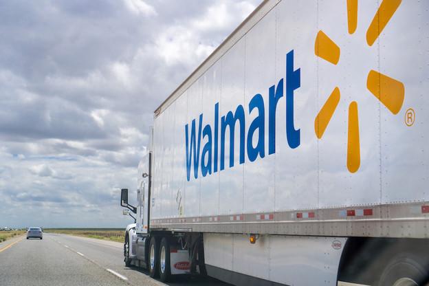 Walmart teste la technologie d'autoconduite sur des courses de moyenne distance, ce qui réduirait les coûts de logistique. (Photo: Shutterstock)