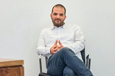 Christoph Bumb, dans la rédaction de Reporter.lu, rue du Saint-Esprit, dans le quartier politique de Luxembourg. (Photo: Andrés Lejona/Maison Moderne)