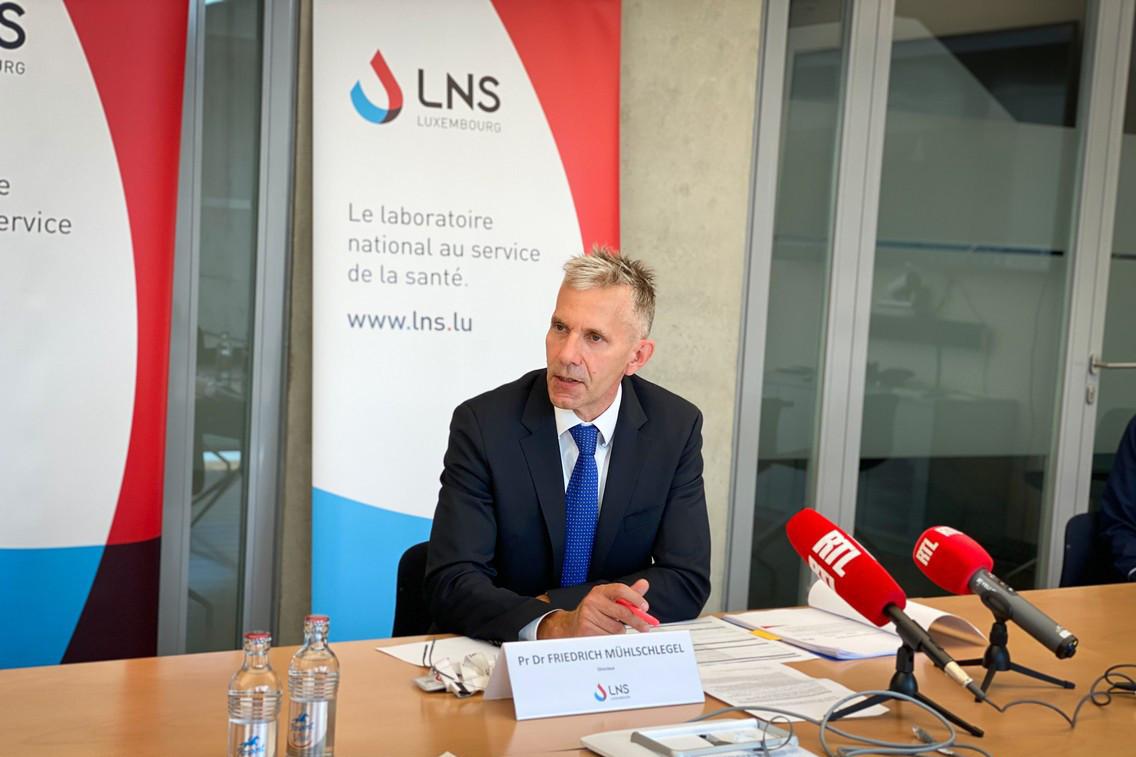 FriedrichMühlschlegel, directeur du LNS, se félicite des deux ans en tant que gestionnaire des centres de diagnostic nationaux et se réjouit du prolongement pour quatre ans. (Photo: LNS)