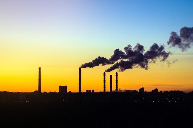 Sans règlement d'application, aucun objectif de réduction des émissions de gaz à effet de serre par secteur n'est fixé par la loi climat. (Photo: Shutterstock)