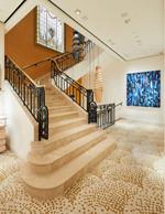La cage d'escalier met en valeur les formes art déco. ((Photo: Stéphane Muratet/Louis Vuitton))