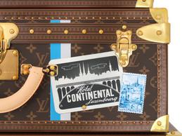 Détail des stickers historiques d'hôtels luxembourgeois. ((Photo: Aymeric Masson/Louis Vuitton))