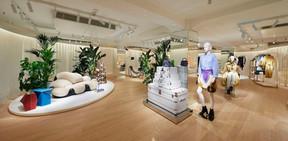 À l'étage, la Galerie présente une sélection de mobilier et du prêt-à-porter féminin. ((Photo: Stéphane Muratet/Louis Vuitton))