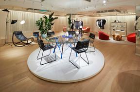 Le mobilier créé pour Louis Vuitton dialogue avec des pièces iconiques. ((Photo: Stéphane Muratet/Louis Vuitton))