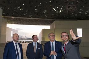 Étienne Schneider, vice-Premier ministre, S.A.R. le Grand-Duc héritier, Pierre Gramegna, ministre des Finances, et Manuel Rabaté, directeur du Louvre Abu Dhabi. ((Photo: SIP/Jean-Christophe Verhaegen))