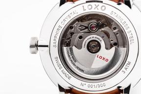 Roventa Henex assemble le mécanisme de la montre Loxo. ((Photo: Patricia Pitsch / Maison Moderne))