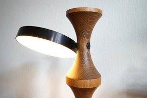 Le contraste des matériaux donne un caractère très contemporain à cette lampe.                          ((Photo: Georges Zigrand))