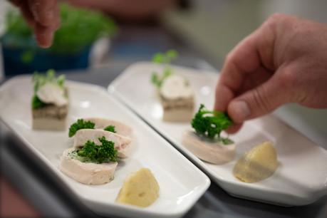 Le nouveau concept catering dédié à la classe affaires de Luxair fait la part belle au végétal et aux produits locaux. (Photo : LuxairGroup)