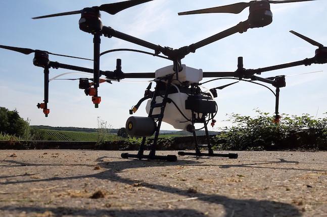 Les drones de Luxaviation ont commencé à traiter les vignes du domaine L&R Kox à Remich. De la pulvérisation de précision au service d'une efficacité supérieure. (Photo: Domaine L&R Kox)