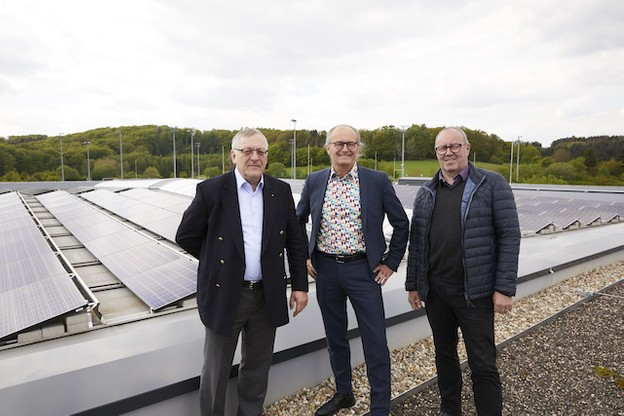Jules Muller, coopérative EquiEnerCoop, Claude Turmes, ministre de l'Énergie, et Romain Reitz, bourgmestre de Junglinster. (Photo: Studio Photography)
