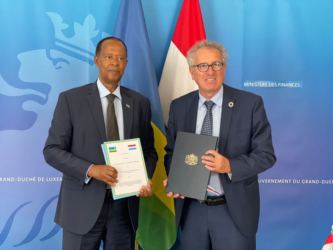 Ambassador of the Republic of Rwanda Dieudonné Sebashongore   and finance minister  Pierre Gramegna (DP), during the signing  ceremony  in Luxembourg City Photo: Joël Ndoli Pierre
