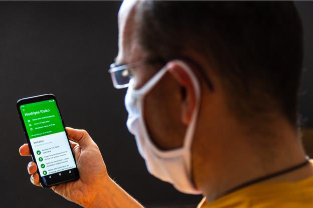 Près de 13 millions de personnes ont déjà téléchargé l'application allemande, née de la technologie développée par Apple et Google, mais soumise à une surveillance étroite des autorités allemandes. (Photo: Shutterstock)