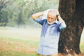 Les personnes âgées peuvent souffrir plus fortement de la chaleur. La vigilance est de mise. (Photo: Shutterstock)