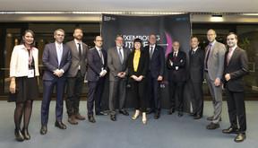 Patrick Nickels, Pierre Gramegna et Pier Luigi Gilibert entourés par les responsables des sociétés soutenues par le Luxembourg Future Fund. ((Photo: Blitz pour la BEI))