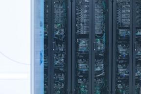 Le supercalculateur est capable, depuis la semaine dernière, d'effectuer 10millions de milliards d'opérations par seconde. De quoi aider la recherche, mais aussi et surtout l'industrie dans la modélisation ou l'exploitation des données. ((Photo: Matic Zorman / Maison Moderne))