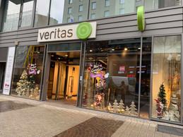 Des décorations égayent pour l'heure la devanture de la boutique, appelée à devenir un pop-up store. ((Photo: Maison Moderne))