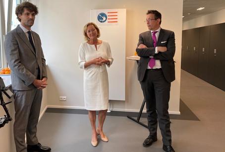 La ministre de la Santé, PauletteLenert, était accompagnée de MauriceBauer, échevin de la Ville de Luxembourg, et de Dr GuillaumeSteichen, secrétaire général de l'Association des médecins et médecins-dentistes (AMMD). (Photo: MSAN)