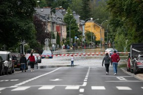 Au nord de Luxembourg-ville, l'Alzette voisine a inondé la rue de Beggen. ((Photo: Matic Zorman / Maison Moderne))