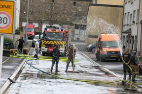 Les pompiers sont intervenus pour aider la population à évacuer les eaux. ((Photo: Matic Zorman / Maison Moderne))