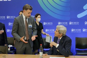 (from l. to r.) Franz Fayot, Minister of the Economy; John Kerry, Special Envoy of the President of the United States of America for Climate Change (chairing the council meeting at ministerial level) SIP/LUC DEFLORENNE