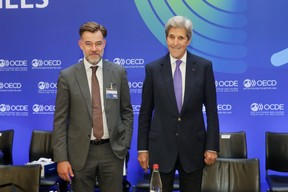 (from l. to r.) Franz Fayot, Minister of the Economy; John Kerry, Special Envoy of the President of the United States of America on Climate Change (chairing the Council meeting at ministerial level) SIP/LUC DEFLORENNE