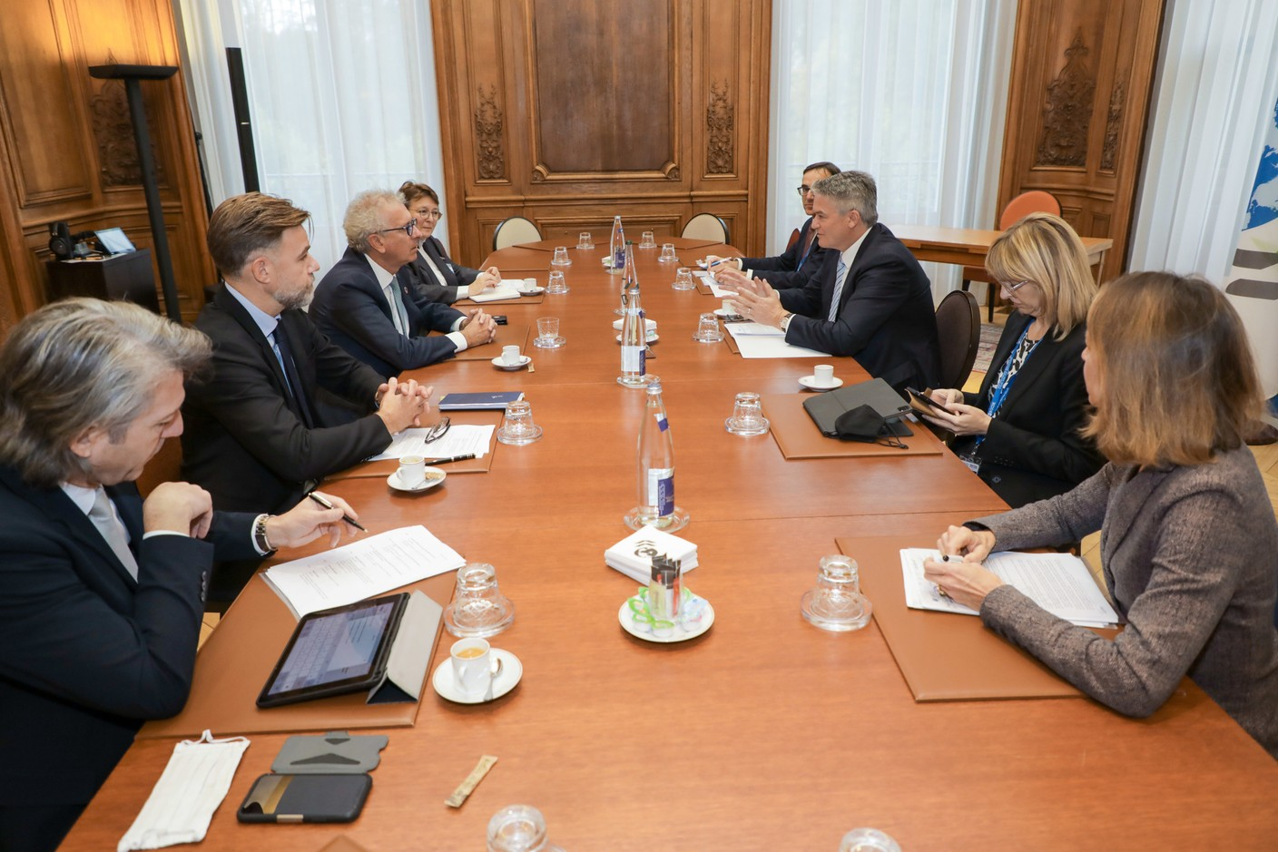 (from l. to r.) Carlo Fassbinder, Director, Tax Directorate, Ministry of Finance; Franz Fayot, Minister of the Economy; Pierre Gramegna, Minister of Finance; Martine Schommer, Ambassador of the Grand Duchy of Luxembourg in Paris; n. c.; Mathias Cormann, Secretary General of the Organisation for Economic Co-operation and Development (OECD); n.c.; Laurence Boone, Chief Economist of the Organisation for Economic Co-operation and Development (OECD)Translated with www.DeepL.com/Translator (free version) SIP/LUC DEFLORENNE