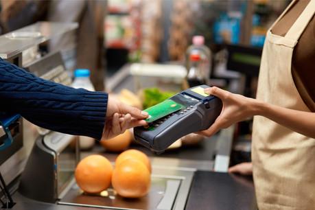 L'utilisation de différents moyens de paiement varie selon le statut social et l'intérêt pour les nouvelles technologies. (Photo: Shutterstock)
