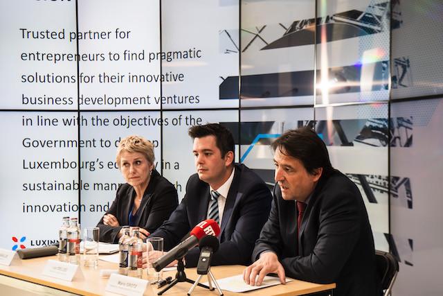 Le ministre des Classes moyennes, Lex Delles, entre la CEO de Luxinnovation Sasha Baillie et le président Mario Grotz, a encouragé les entreprises à s'adresser à l'agence pour obtenir informations et aides. (Photo: Nader Ghavami)