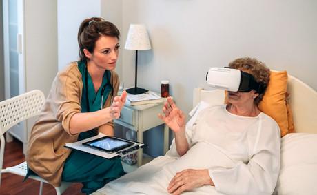 Le maintien à domicile des personnes âgées est un problème de société majeur en Europe. Quelles technologies pourraient aider à résoudre les problèmes? Cela fera probablement partie des «missions» que les agences nationales d'innovation se donneront pour favoriser les bonnes technologies ou les bons projets. (Photo: Shutterstock)